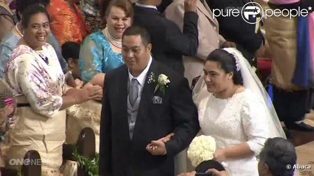 Mariage royal aux Tonga : le prince héritier Siaosi (George) Tukuʻaho, 27 ans, titré Tupouto'a 'Ulukalala, fils aîné du roi Tupou VI a épousé à Nuku'alofa le 12 juillet 2012 sa cousine au second degré, Sinaitakala Tu'imatamoana Fakafanua, 25 ans et 26e dans l'ordre de succession.