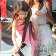 Suri Cruise et une copine entourées de Katie Holmes se rendent au Chelsea Pier à Manhattan le 12 juillet 2012