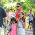 Suri Cruise profite de sa copine en se rendant au Chelsea Pier à Manhattan le 12 juillet 2012