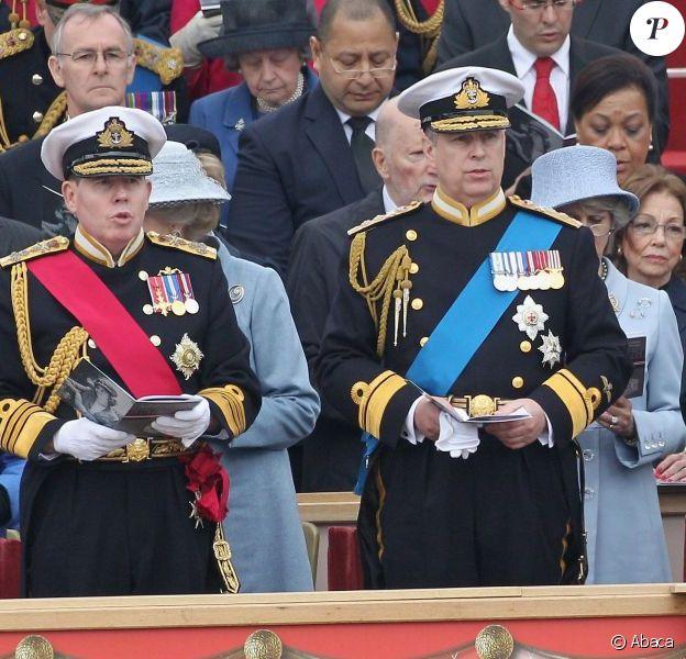 Le prince Andrew, fils cadet de la reine Elizabeth II, se lancera en septembre 2012 dans une descente en rappel de la tour Shard, à Londres, la plus haute tour d'Europe, à des fins caritatives.