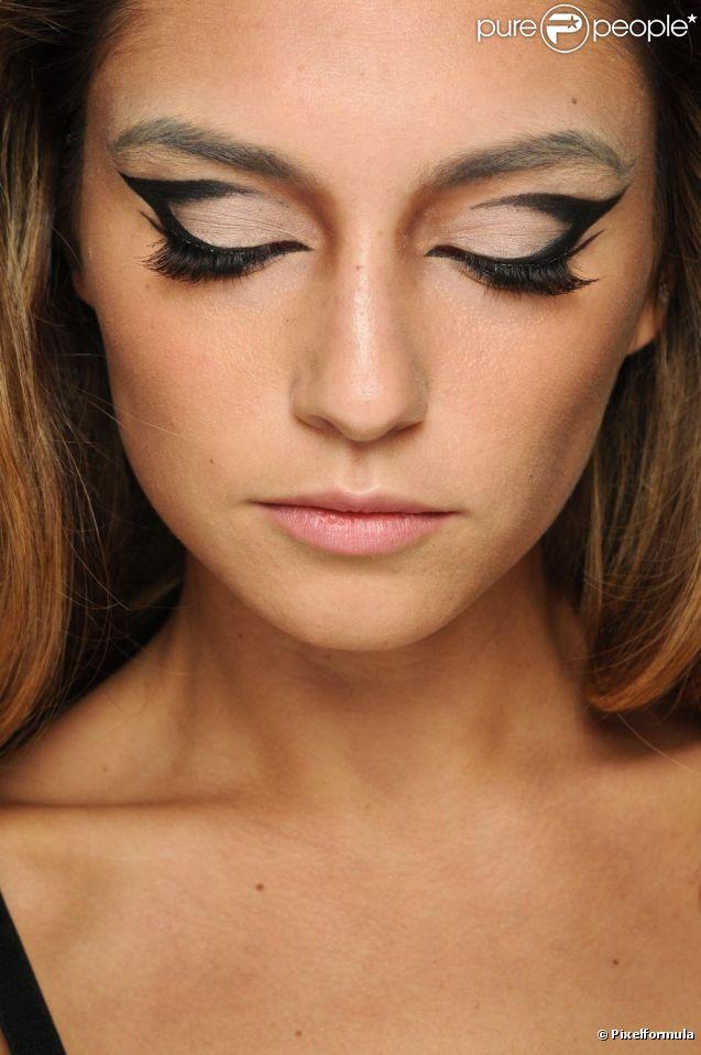 l 39 oeil de biche se fait papillon pour un maquillage gracieux. Black Bedroom Furniture Sets. Home Design Ideas