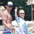 Hayden Panettiere et son chéri Scotty McKnight au bord d'une piscine à Cabo San Lucas, au Mexique, le 8 juillet 2012.