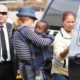 Connie Britton et son fils à l'aéroport de Los Angeles, le 16 juillet 2012.
