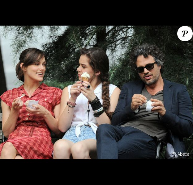 Keira Knightley, Hailee Steinfeld et Mark Ruffalo à New York lors du tournage du film Can a Song Save Your Life ? le 18 juillet 2012
