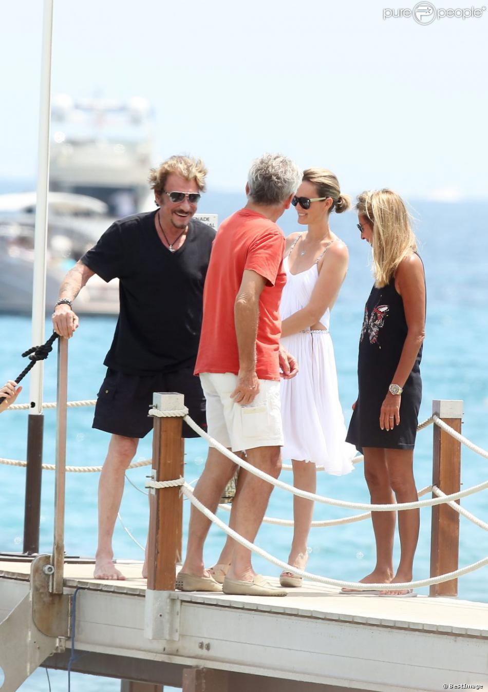 johnny hallyday et laeticia accompagn s de gilbert coullier et nicole arrivent la plage de. Black Bedroom Furniture Sets. Home Design Ideas