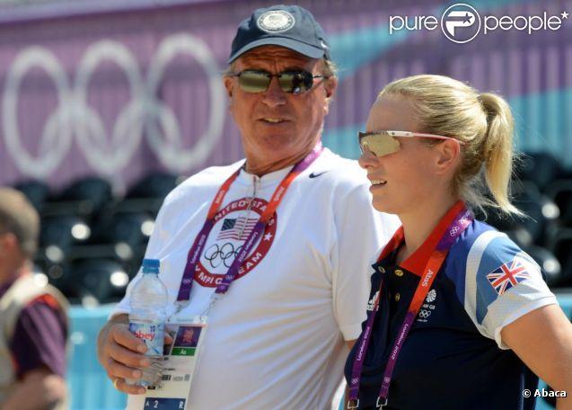 Zara Phillips, qui représente la Grande-Bretagne en concours complet lors des JO de Londres 2012, déjà concentrée le 25 juillet au stade olympique, auprès de son père Mark Phillips, coach de l'équipe américaine.