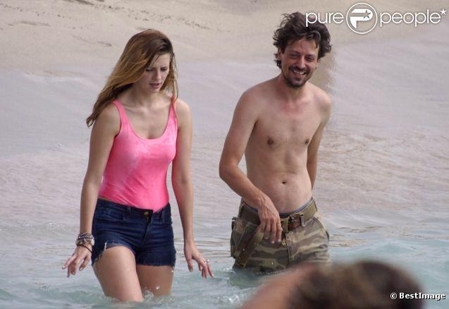 Mischa Barton et Sebastian Knapp amoureux  complice à Formentera le 27 juillet 2012.