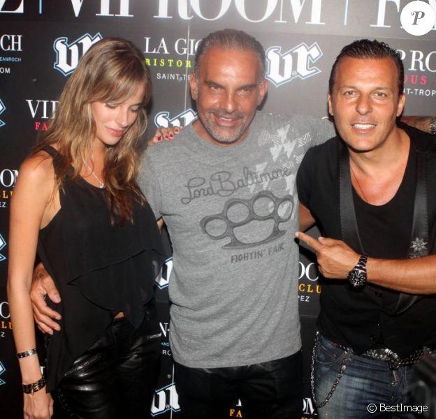 Christian Audigier en grande forme au VIP Room de Jean-Roch, le samedi 28 juillet 2012. Le styliste, d'humeur partageuse, a acheté 500 bouteilles de champagne pour les offrir aux clubbers !