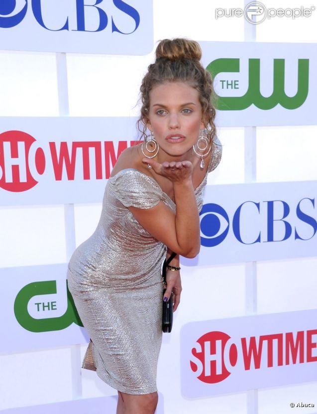 AnnaLynne McCord dans un beauty-look naturel est splendide ! Ici, lors de la soirée organisée par CW, CBS et Showtime à Los Angeles le 29 juillet 2012