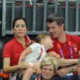 Le prince Christian, 6 ans, et la princesse Isabella de Danemark, 5 ans, ont eu beau encourager les handballeurs danois, avec leurs parents la princesse Mary et le prince Frederik ainsi que leur grand-mère la reine Margrethe II, c'est au final la Suède qui s'est imposée (24-22) mercredi 8 août 2012 en quart de finale du tournoi des JO de Londres. Pour le plus grand bonheur du roi Carl XVI Gustaf de Suède et de la reine Silvia.