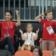 Le prince Frederik et la princesse Mary de Danemark, ainsi que leurs enfants le prince Christian, 6 ans, et la princesse Isabella, 5 ans, ont eu beau encourager les handballeurs danois, avec leurs parents la princesse Mary et le prince Frederik ainsi que leur grand-mère la reine Margrethe II, c'est au final la Suède qui s'est imposée (24-22) mercredi 8 août 2012 en quart de finale du tournoi des JO de Londres. Pour le plus grand bonheur du roi Carl XVI Gustaf de Suède et de la reine Silvia.