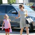 Jennifer Garner emmène Violet, toujours aussi souriante, à son cours de gymnastique à Los Angeles, le 8 août 2012