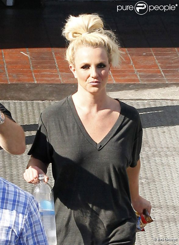 Britney Spears quitte un shooting photo à Long Beach, en Californie, le vendredi 10 août 2012.