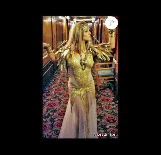 Britney Spears en Cléopâtre pour promouvoir le parfum Fantasy Twist.