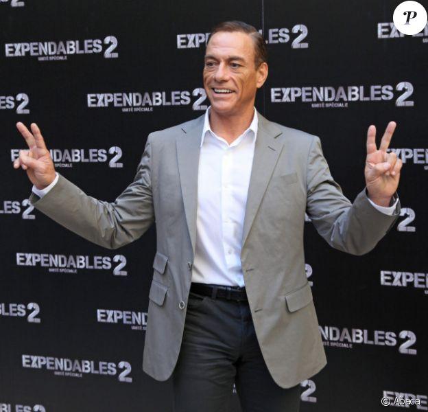 Jean-Claude Van Damme pose pour le film Expendables 2 à Paris le 10 août 2012