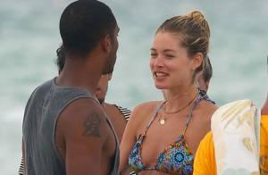 Doutzen Kroes : Sirène sur la plage pour un moment en amoureux