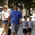 EXCLU : Kevin Federline, ses fils Sean et Jayden, ainsi que sa petite amie Victoria Prince et leur fille Jordan Kay sortent de chez le coiffeur à Studio City le 15 août 2012