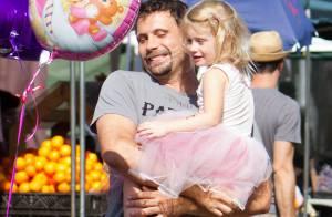Jeremy Sisto : Au marché en famille avec Charlie en ballerine et le bébé Bastian