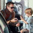 Colin Farrell et son fils Henry, bientôt 3 ans, à Los Angeles, le 20 août 2012.
