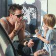 Colin Farrell et son fils Henry à Los Angeles, le 20 août 2012.