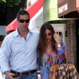 L'actrice Sofia Vergara et son fiancé Nick Loeb à Beverly Hills, le 21 août 2012.