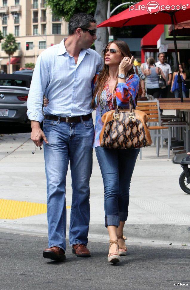 Sofia Vergara et son fiancé Nick Loeb à Beverly Hills, le 21 août 2012.