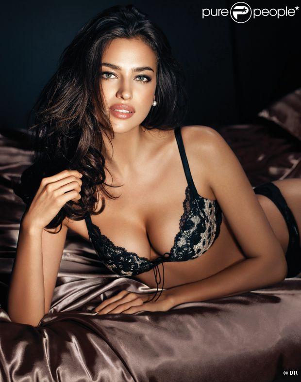 La plantureuse Irina Shayk, ultra sexy pour La Clover.
