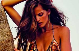 Izabel Goulart : Torride sur le sable avec son corps de sirène