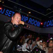 Cauet s'improvise DJ au VIP Room de Saint-Tropez et enflamme le dancefloor !