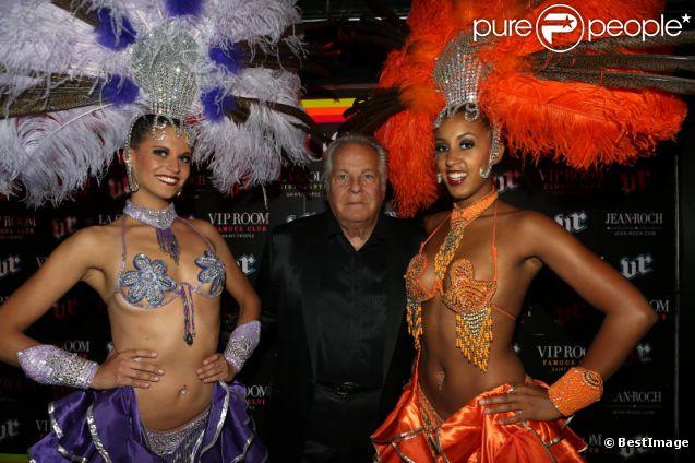 Massimo Gargia fête ses 72 ans au VIP Room de St-Tropez, le samedi 1er septembre 2012.