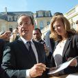 François Hollande et sa compagne Valérie Trierweiler ont accueilli les nombreux visiteurs venus découvrir le palais de l'Elysée dans le cadre des Journées du patrimoine le 16 septembre 2012 à Paris