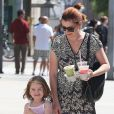 """""""Alyson Hannigan et la ravissante Satyana dans les rues de Santa Monica, le 16 septembre 2012"""""""