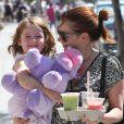 """""""Alyson Hannigan et sa fille dans les rues de Santa Monica, le 16 septembre 2012"""""""