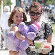 """""""Alyson Hannigan et sa fille Satyana dans les rues de Santa Monica, le 16 septembre 2012"""""""