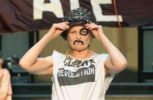Vivienne Westwood, 71 ans : Elle ose le mini-short et réveille la Fashion Week