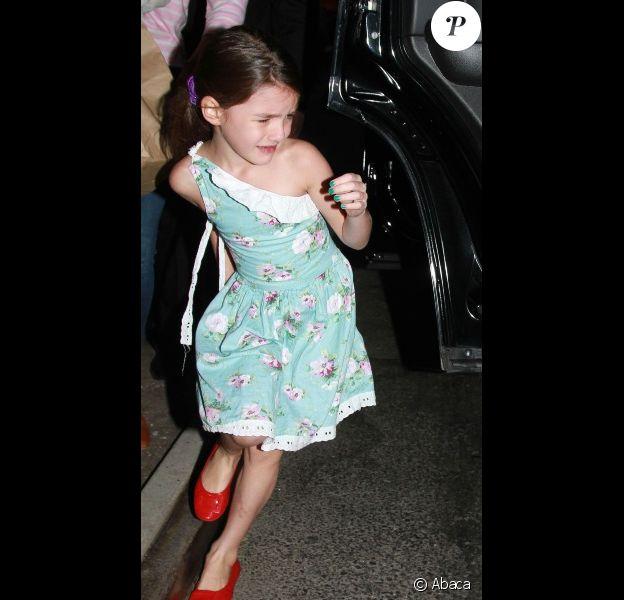 Katie Holmes et Suri Cruise, en larmes, sortent du Greenwich Hotel à New York, le 17 septembre 2012. Mais qu'est-ce qui a mis la petite fille dans cet état ?
