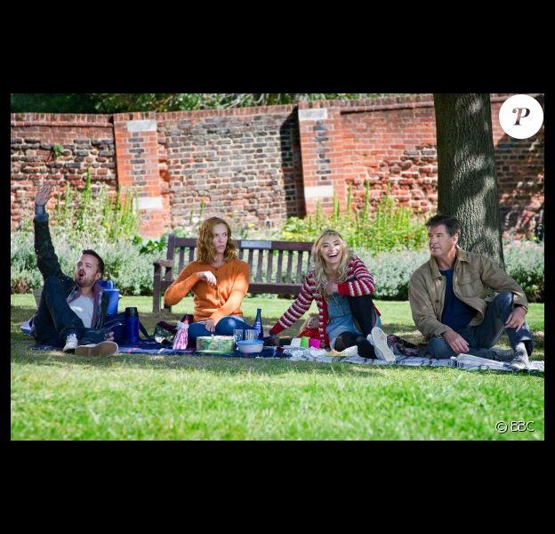 Aaron Paul, Toni Collette, Imogen Poots et Pierce Brosnan dans Long Way Down de Pascal Chaumeil.