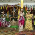 Kate Middleton et le prince William ont participé à une danse traditionnelle lors de la cérémonie de bienvenue en leur honneur à Tuvalu, le 18 septembre 2012
