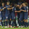 Les joueurs du PSG félicitent Alex après son but lors de la victoire du PSG face au Dynamo Kiev (4-1) le 18 septembre 2012 au Parc des Princes à Paris en Ligue des Champions