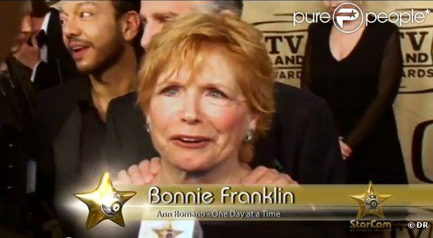 Bonnie Franklin en interview pour  Starcam  au printemps 2012. L'ancienne héroïne de  Au fil de nos jours  a fait savoir en septembre 2012 qu'elle souffrait d'un cancer du pancréas.