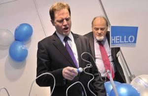 Nick Clegg : Le vice-Premier ministre agacé, sa femme Miriam plaît beaucoup trop