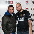 Mouloud et un membre de 1995 lors de la soirée de lancement FIFA 13, le 25 septembre 2012 à l'Olympia de Paris.