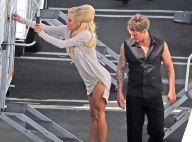 Pamela Anderson : Très court vêtue, elle se fait reluquer le popotin !