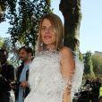 Anna Dello Russo, habillée d'une robe Alexander McQueen, arrive au défilé Céline printemps-été 2013. Paris, le 30 septembre 2012.