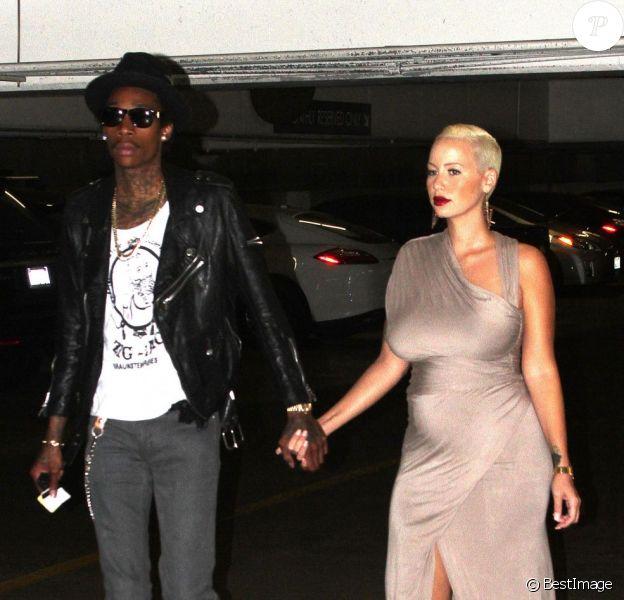 Amber Rose, enceinte, et son fiancé Wiz Khalifa étaient de sortie dans Westwood pour aller dîner le 5 octobre 2012.