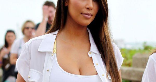 kim kardashian plus voluptueuse affiche sa silhouette sur la plage miami en octobre 2012. Black Bedroom Furniture Sets. Home Design Ideas