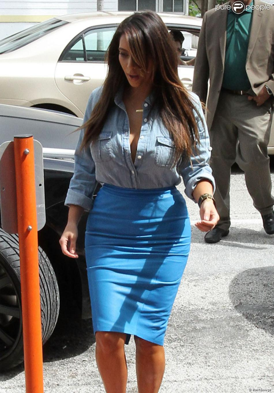 kim kardashian l 39 amour de kanye west lui a fait prendre 10 kilos purepeople. Black Bedroom Furniture Sets. Home Design Ideas