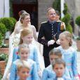 Mariage religieux du prince Guillaume et Stéphanie de Lannoy : la mariée arrive au bras de son frère le comte Johan de Lannoy à la cathédrale Notre-Dame, le 20 octobre 2012.