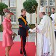 Le grand-duc Henri, en grand uniforme, accompagné de Dominique de Schaetzen, la tante de la mariée, arrivent à la cathédrale Notre-Dame, le 20 octobre 2012.