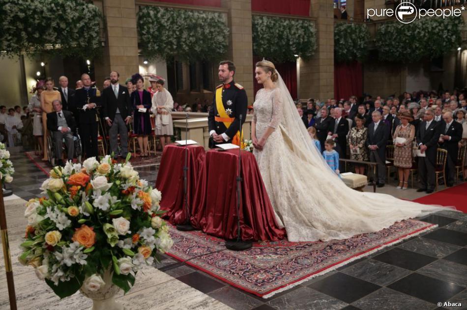Mariage religieux du prince Guillaume, en grand uniforme, et Stéphanie de Lannoy, en Elie Saab, en la cathédrale Notre-Dame, le 20 octobre 2012.